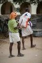 Trichy india february indisk arbetare på februari in Fotografering för Bildbyråer