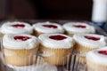 Truskawka opadowy cupcakes Zdjęcia Stock