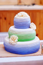 Ttraditional three tier wedding cake with daisy flower decorations Royalty Free Stock Photography