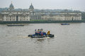 Tug on the Thames, passing the Royal Naval College, Greenwich Un Royalty Free Stock Photo