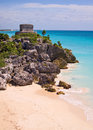 Tulum maya tempel ruins at the coast of Stock Images
