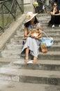 Turister som besöker sacréen coeur paris Arkivfoton