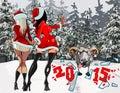 Twee meisjes in de nieuwjaarkostuums houden de schapen in het de winter sneeuwbos tegen Royalty-vrije Stock Foto