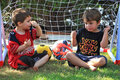 Two four-year boys talk about football Royalty Free Stock Photos