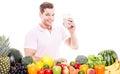 Uśmiechnięty mężczyzna z zdrowym owocowego warzywa napojem Obrazy Stock