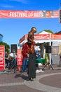 U s a az tempe anfitrione di festival trampolo walker in bird costume Immagini Stock Libere da Diritti