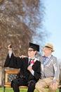 Uczeń i jego dumny ojciec bierze selfie w parku Fotografia Royalty Free