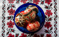 Ukrainian easter eggs in a blue bowl on a tradition cloth Royalty Free Stock Images