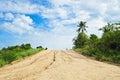 Uma estrada de terra longa reta desaparece paisagem Foto de Stock Royalty Free