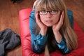 Uma rapariga nos eye-glasses Imagem de Stock