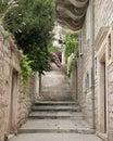Una vista de un callejón estrecho en fractura, Croatia Fotografía de archivo libre de regalías