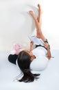 Ung flickaavläsningsbok Royaltyfria Foton