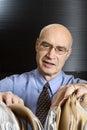 Uomo d'affari caucasico che esamina gli archivi. Immagine Stock Libera da Diritti