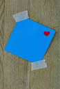 Valentine post it note azul com fita Fotos de Stock