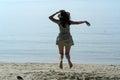 Vaquero woman jumping en la playa Fotos de archivo libres de regalías