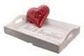 Vassoio di legno per il bed breakfast con cuore rosso Fotografia Stock