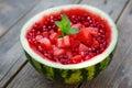 Verse sappige die watermeloen met hartstukken en pomegrana wordt verfraaid Stock Foto