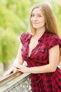 Verticale d une belle jeune femme Photographie stock libre de droits