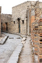 Vicolo del lupanare in the ruins of pompei italy looking north along ancient city pompeii pompeii was mostly destroyed and buried Stock Photos