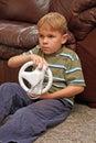 Videopp modiga spelrum för pojke Royaltyfri Bild