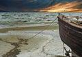 Vieux bateau de pêche à la mer baltique kurzeme lettonie Photo libre de droits