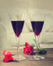Vin rouge et roses Photo stock