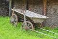 Starodávny drevený voz