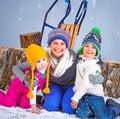 Vinter för mode för bakgrund härlig isolerad vit flicka förtjusande lycklig pojke och flickor Royaltyfri Foto