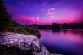 Violet sunset over ein ruhiger see Lizenzfreies Stockbild
