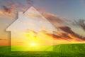 Visione di nuova casa sul campo verde al tramonto case del bene immobile appartamenti da vendere o per affitto Fotografie Stock
