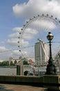 Vista ao olho de londres e à rua lantern london great Imagem de Stock Royalty Free
