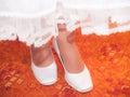 Vista nas botas brancas dos bride s Imagens de Stock Royalty Free