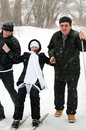 Vrolijke familie in de winter. Stock Foto's