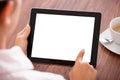 Vrouw met digitale tablet en kop Royalty-vrije Stock Fotografie