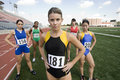 Vrouwelijke atleet standing on field Stock Afbeeldingen