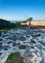 Vue de la mer avec le rivage rocheux à l avenir Photographie stock libre de droits