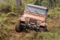 Vuile jeep op de concurrentie Stock Foto