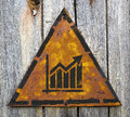 Wachstumstabelle ikone auf rusty warning sign Stockbild