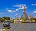 Wat Arun et cloudscape Photos stock