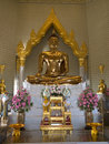 Wat triamit statue of buddha in temple in bangkok Stock Photos