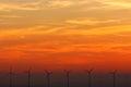 Veterné turbíny pri západe slnka