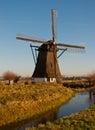 Windmill DE Oude Doorn in het dorp van Almkerk Stock Foto