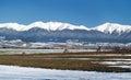 Zimní pole a vrcholky hor Roháče