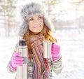 Winterportrait der jungen frau im pelzhut Lizenzfreie Stockfotos