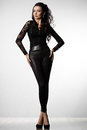 Mujer en negro ropa