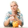 Mujer Ahorros lo dinero en cerdito banco