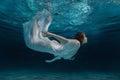 Donna bianco vestire acqua