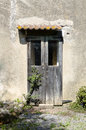 The wooden door of an old farm entrance abandoned Royalty Free Stock Photos
