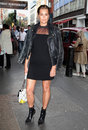 Yasmin le bon arriving for the launch night of julius caesar at the noel coward theatre london picture by alexandra glen Stock Image