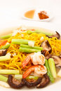Yellow noodle fried whit shimps and vegetables Royalty Free Stock Images